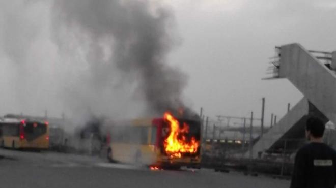 Un bus TEC prend feu à la gare de Mons: