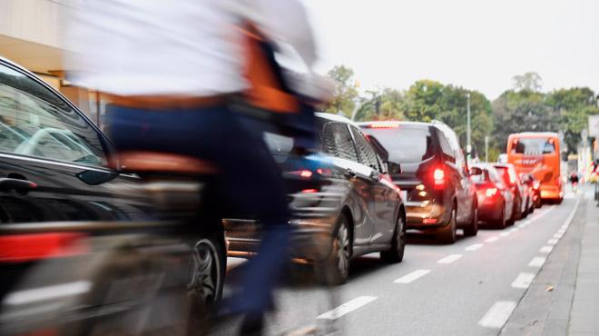 Diminuer les embouteillages à Bruxelles grâce à des feux intelligents ? Les premiers résultats sont