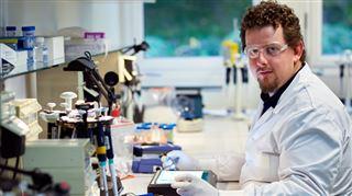 FIERTÉ pour les travailleurs de GSK Belgique- un nouveau vaccin contre le zona, résultat de 20 ANS d'une quantité de travail monumentale 3