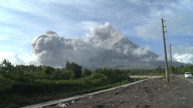 Le volcan Mayon menace — Philippines
