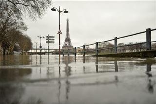 Crues et inondations menacent toujours, 20 départements en vigilance orange