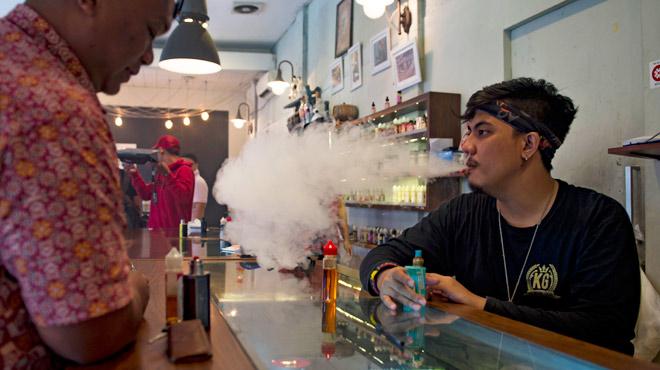 Pour préserver son industrie du tabac, l'Indonésie va imposer une taxe de 57% sur la cigarette électronique