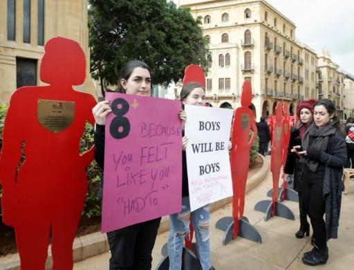 Liban: manifestation devant le Parlement contre les violences faites aux femmes