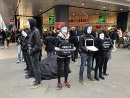 Des défenseurs du droit des animaux interpellent les passants dans la rue Neuve