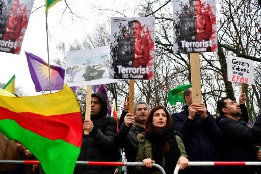 La police allemande stoppe une manifestation de milliers de Kurdes