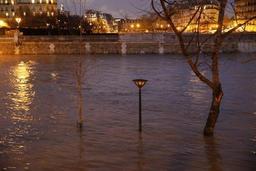France: la Seine continue de monter, pic attendu dans la nuit de dimanche à Paris