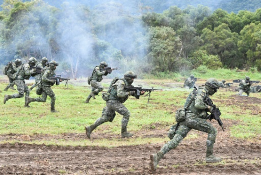 Taïwan: vastes manoeuvres militaires simulant une invasion de l'île