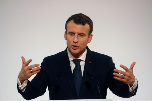 Macron en Tunisie pour soutenir la fragile démocratie et son économie