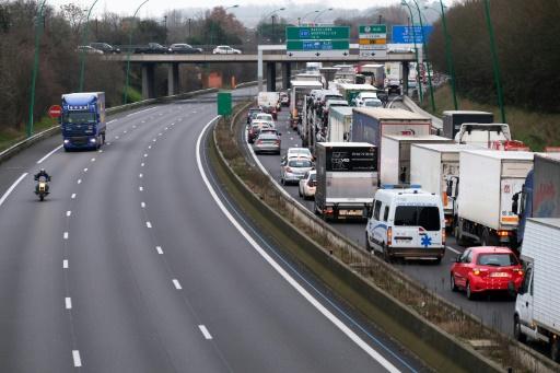 Agriculteurs en colère: Toulouse paralysée par des dizaines de tracteurs