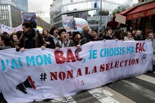 Quelques milliers de manifestants contre les réformes de l'université et du bac
