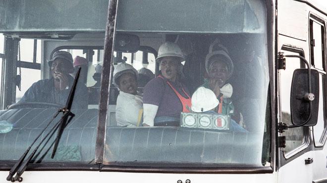 Miracle en Afrique du sud: 955 mineurs prisonniers au fond d'une mine pendant des dizaines d'heures ont tous pu remonter