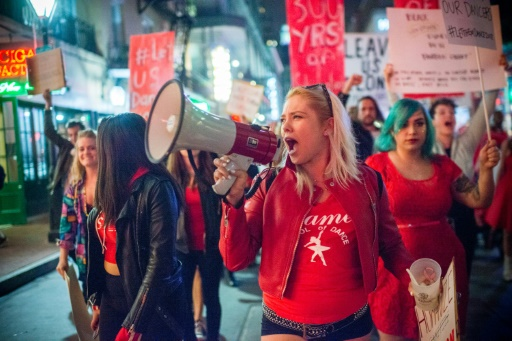 Des stripteaseuses en colère manifestent à la Nouvelle Orléans