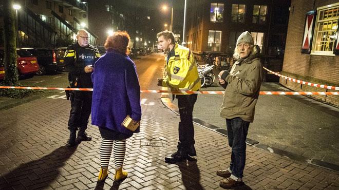L'assassinat d'un jeune sous les yeux d'enfants de 6 ans bouleverse Amsterdam