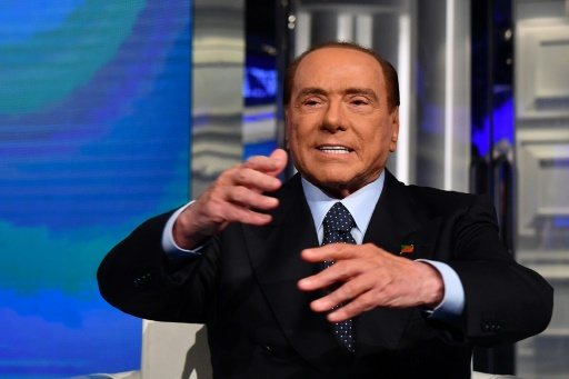 Italie: retour tonitruant de Berlusconi sur le devant de la scène