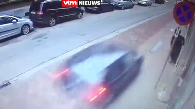 Un chauffard manque de justesse de percuter un père et son fils à Anvers: la police ouvre une enquête