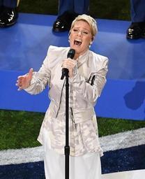 Super Bowl - La chanteuse Pink ouvre la finale du championnat professionnel de football américain