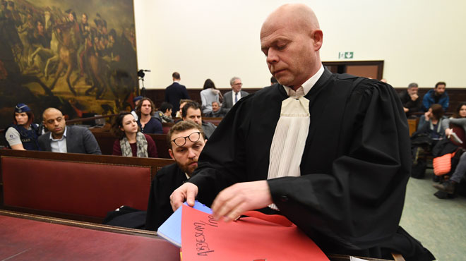 Pourquoi le procès Abdeslam est-il suspendu jusque jeudi?