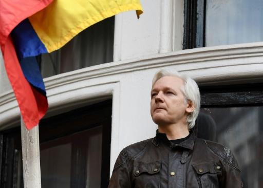 Jean-Luc Mélenchon réclame l'asile politique pour Julian Assange