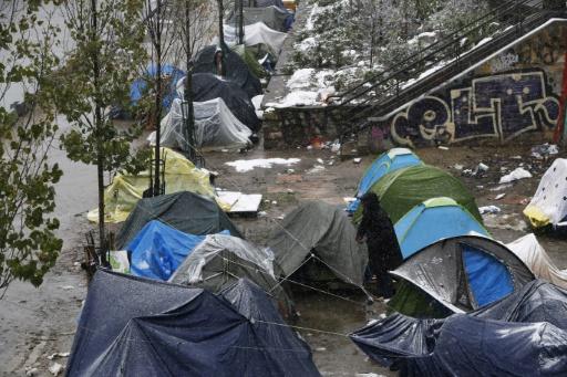 Migrants: à Paris, des Afghans campent sous la neige