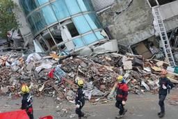 Séisme à Taïwan: les recherches se poursuivent, neuf morts
