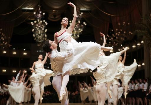 Autriche : valse pour la diversité au bal de l'Opéra