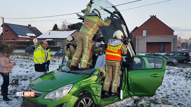 Une collision fait 3 blessés à Lobbes: une mère et son enfant emmenés à l'hôpital