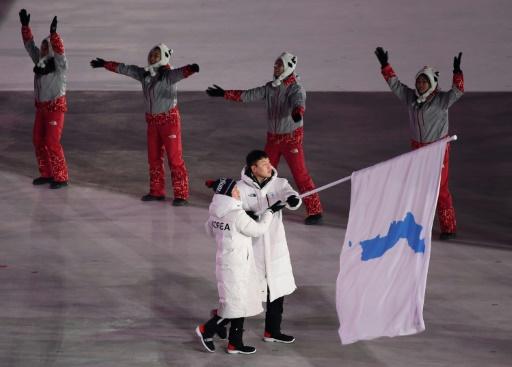 JO-2018: les sportifs de Corée du Nord et de Corée du Sud défilent ensemble à Pyeongchang