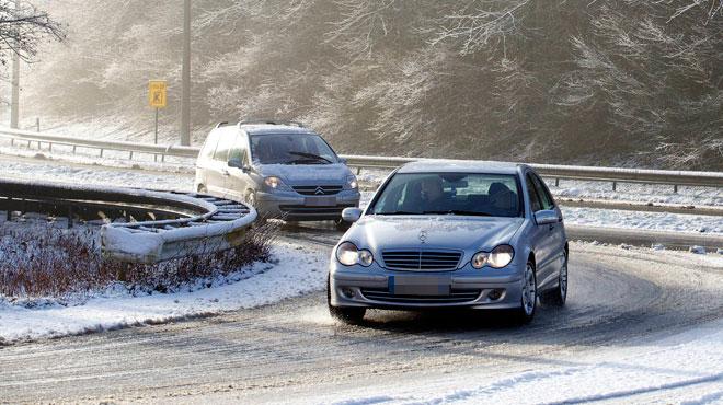 Prudence jusque dimanche midi: des plaques de glace risquent de se former, surtout dans l'Est du pays