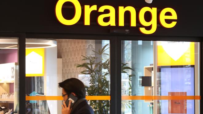 Michel, bien vivant, apprend sa mort par un conseiller d'Orange