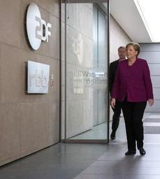 Merkel reste ferme face à une fronde dans son parti