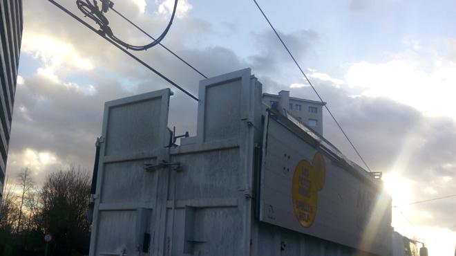 Un camion arrache un caténaire à Anderlecht: la circulation des trams interrompue (photo)