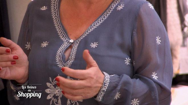 La voix off y va fort sur la poitrine de Martine en inventant une chanson en son honneur