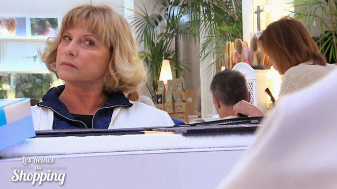 Grande première dans les Reines du shopping: Martine termine avec tellement d'avance qu'elle se permet ce petit plaisir