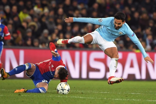 Ligue des champions: Manchester City surclasse Bâle 4-0 et a un pied en quarts