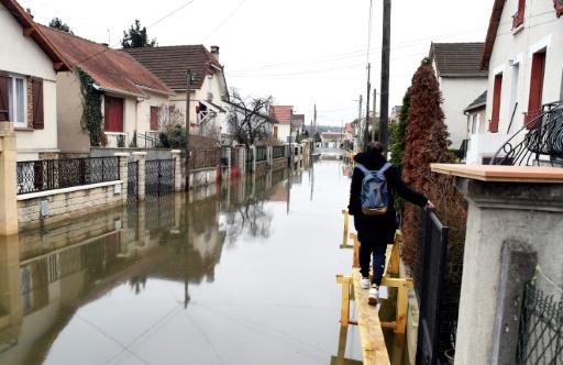 Inondations: Macron à Villeneuve-Saint-Georges pour rencontrer les sinistrés
