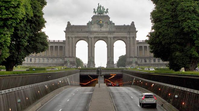 Grave collision dans le tunnel du Cinquantenaire à Bruxelles: deux blessés et de gros embarras de circulation