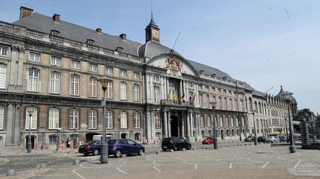 Excédé lors de son audience au tribunal, un jeune Liégeois insulte, frappe et mord des policiers