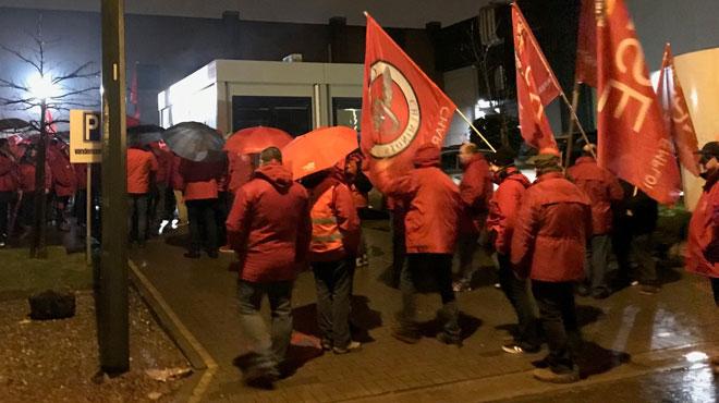 Évacués par la police à Izegem, les travailleurs de Vandemoortele ont bloqué l'usine de Seneffe