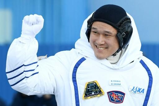 Deux astronautes japonais et américain ont débuté une sortie orbitale