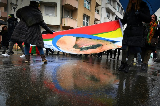 Des milliers de Kurdes défilent à Strasbourg pour la libération d'Öcalan