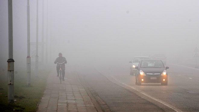 Prudence jusqu'à dimanche midi: du brouillard givrant pourrait rendre les routes glissantes par endroits