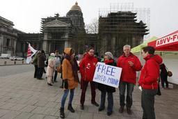 Globe Aroma: rassemblement place Poelaert en soutien à un militant syndical et un artiste interpellés