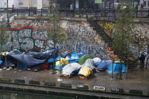 Emploi, français, logement: un rapport