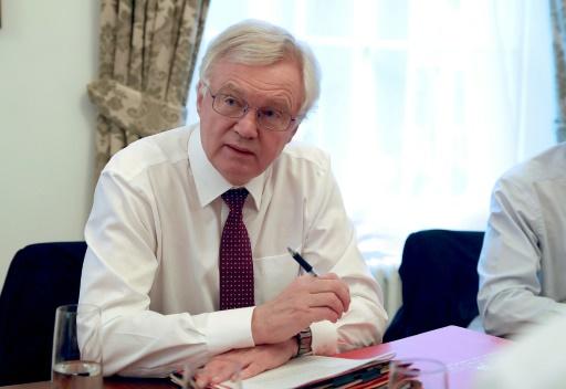 Brexit: David Davis exclut toute déréglementation