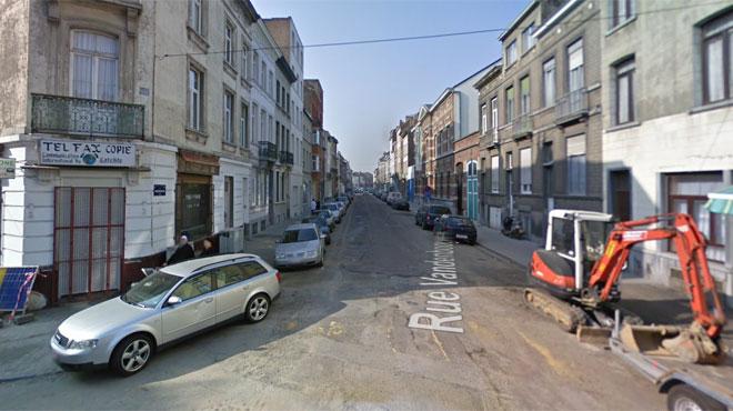 Un trou de la taille d'un petit appartement apparaît dans une rue de Molenbeek