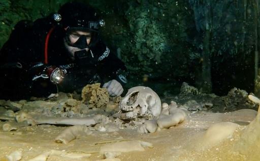 Mexique: des vestiges mayas dans une immense grotte inondée
