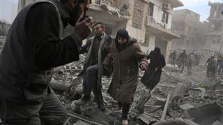 Le régime de Bachar Al-Assad s'acharne sur un fief rebelle en Syrie- 250 civils tués