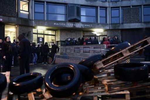 Nouvelles agressions à Fleury: rassemblement de gardiens devant la prison