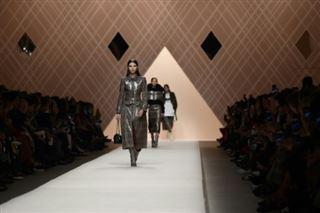 Mode à Milan- chez Fendi, une femme romantique et forte