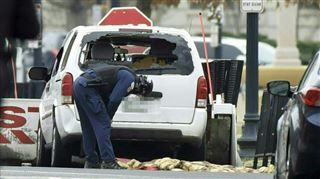 Une voiture fonce dans la barrière de sécurité de la Maison-Blanche- une femme arrêtée 4